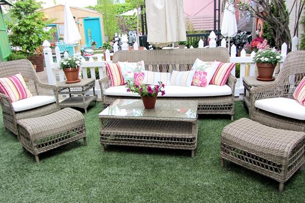 que invitan al relax y a compartir momentos familiares o sociales al aire libre y que presentan las colecciones de mobiliario y