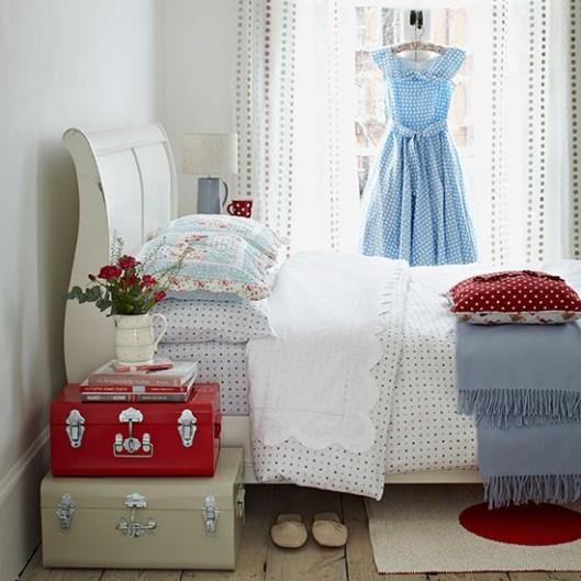 Bedroom-with-polk-dot-bedlinen--Country-Homes-and-Interiors--Housetohome.co.uk