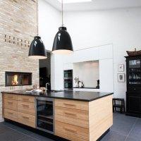 Cocina en Negro, Blanco y Madera