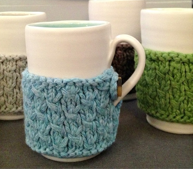 Linda-Bloomfield-mugs-and-Ruth-Cross-knitted-cosy-Selvedge-fair-2013-1016x1024 bis