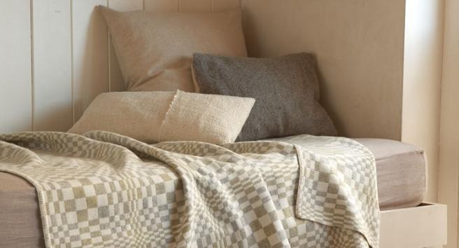 Slide-bedroom-SVDG-Eleanor-PritchardBLANKET_CMYK_12CM