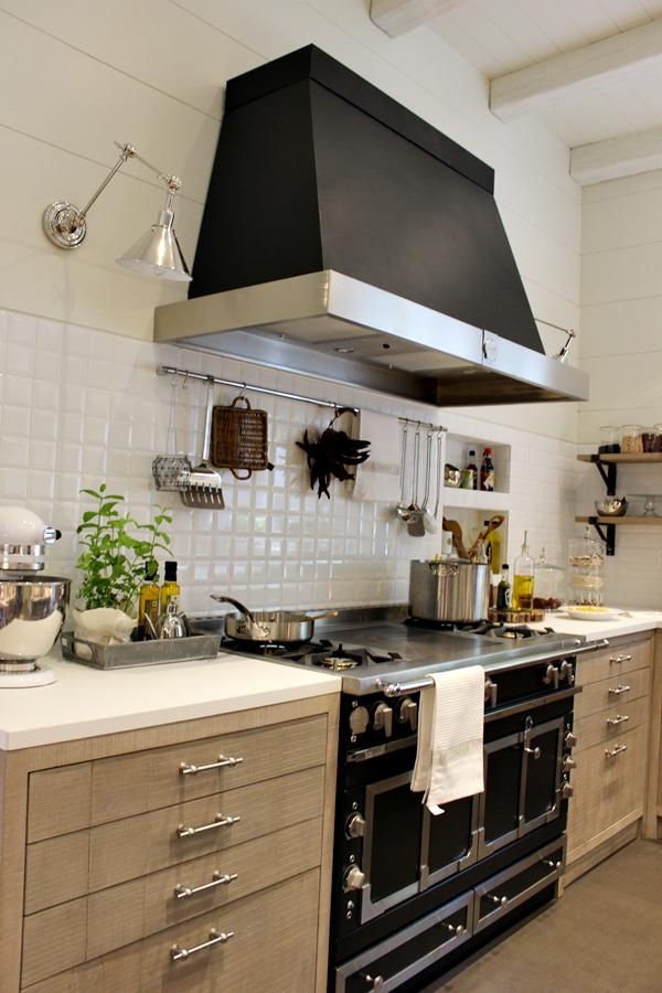 Cocina comedor y despensa climatizada de deulonder for Campana extractora para cocina