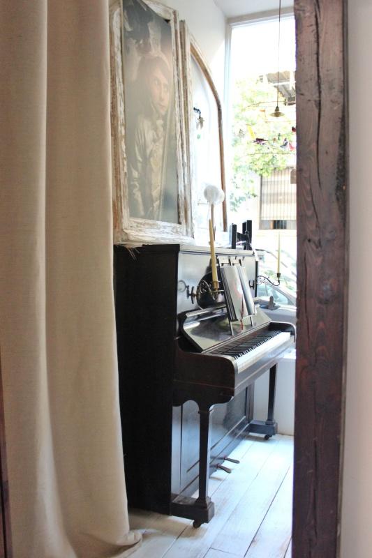 piano-a-traves-del-espejo desvan-cabineet